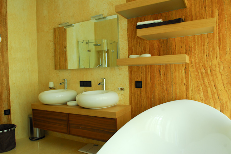 Modern style bathrooms by Армен Мелконян Modern