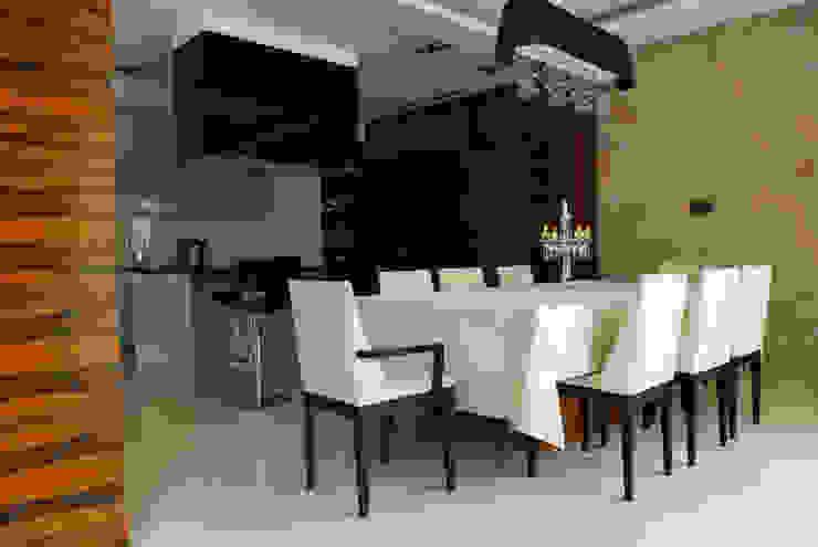 Загородный дом Столовая комната в стиле модерн от Армен Мелконян Модерн