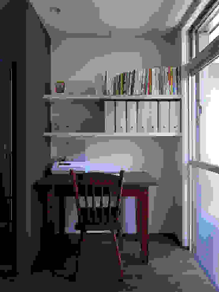 Медиа комната в стиле модерн от 村松英和デザイン Модерн