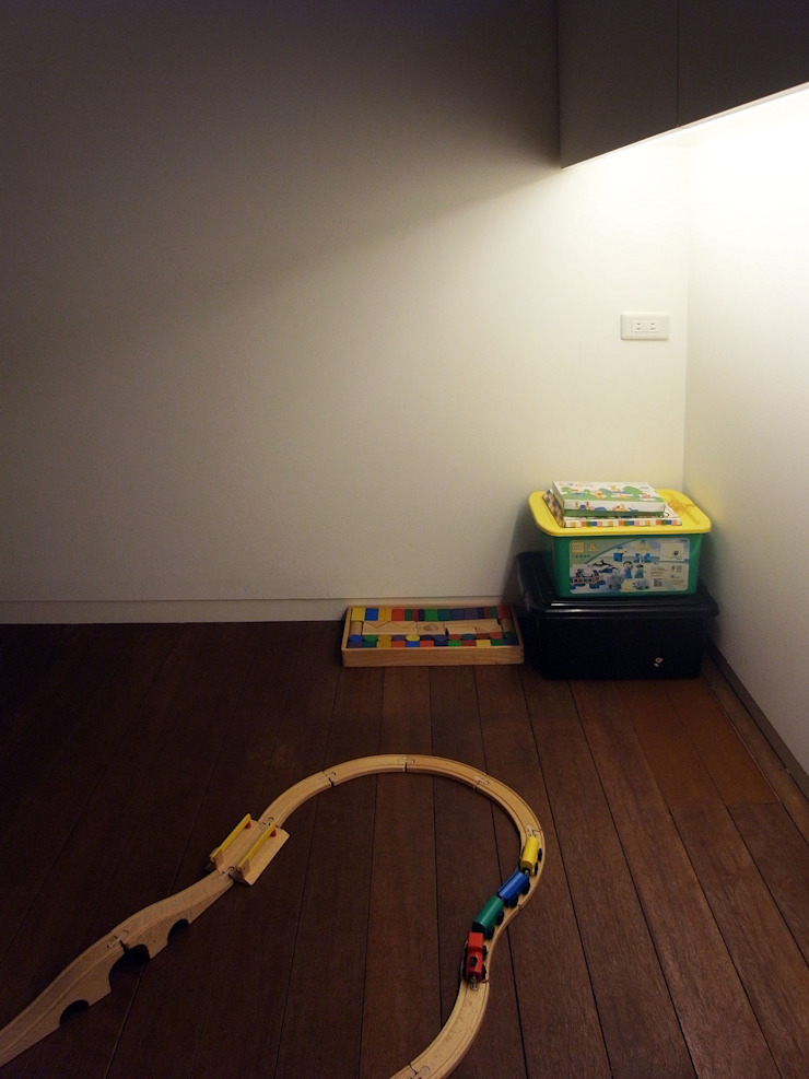 Детская комната в стиле модерн от 村松英和デザイン Модерн