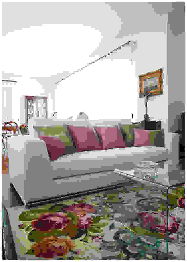 Moradia T3 Salas de estar clássicas por Fragmentos Design Clássico