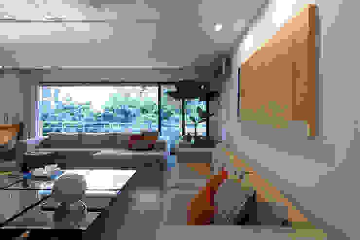 Apartamento Moema Salas de estar modernas por Luciana Savassi Guimarães arquitetura&interiores Moderno Mármore