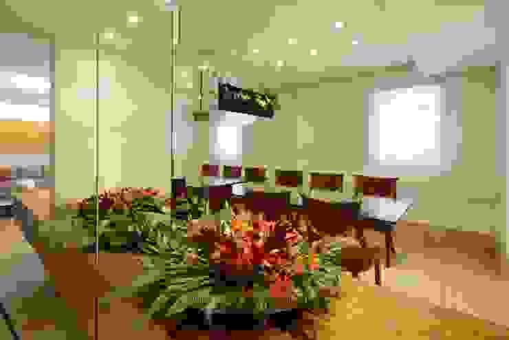 Apartamento Moema Salas de jantar modernas por Luciana Savassi Guimarães arquitetura&interiores Moderno Vidro
