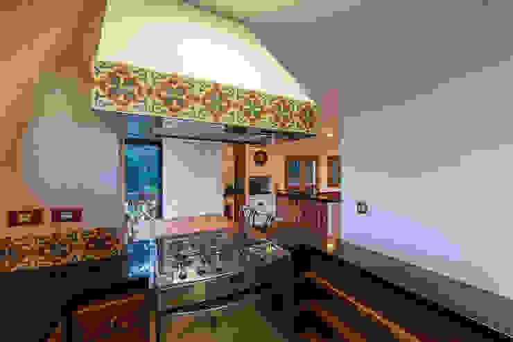 Casa das Primaveras Cozinhas rústicas por 30/01/1986 Rústico