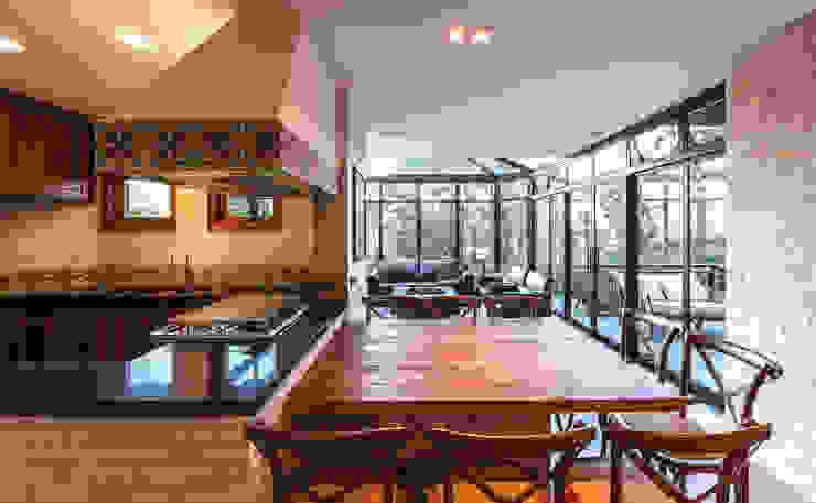 Ruang Makan Gaya Rustic Oleh VNK Arquitetura e Interiores Rustic