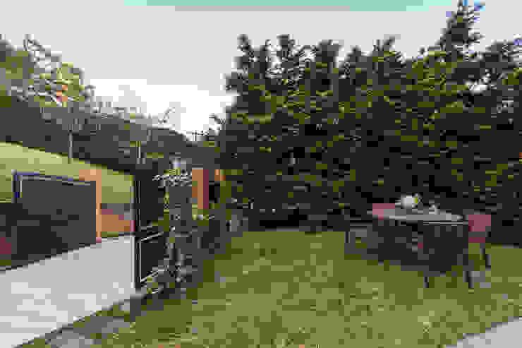 Jardines de estilo  de VNK Arquitetura e Interiores