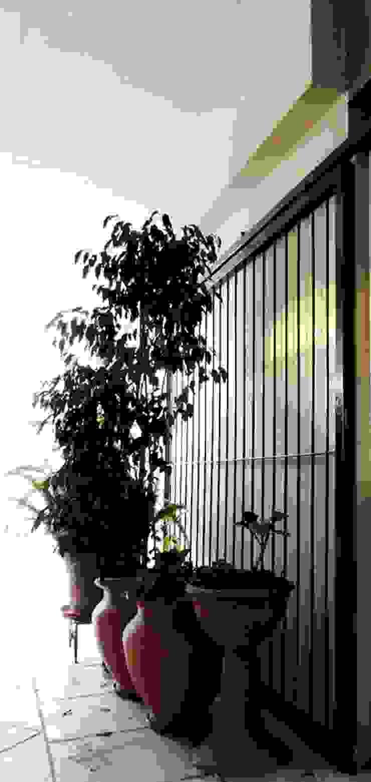 REMODELACION VIVIENDA <q>VDR</q> | VILLA DEL ROSARIO, CBA. Balcones y terrazas modernos: Ideas, imágenes y decoración de Cabello Jalil Arquitectas Moderno