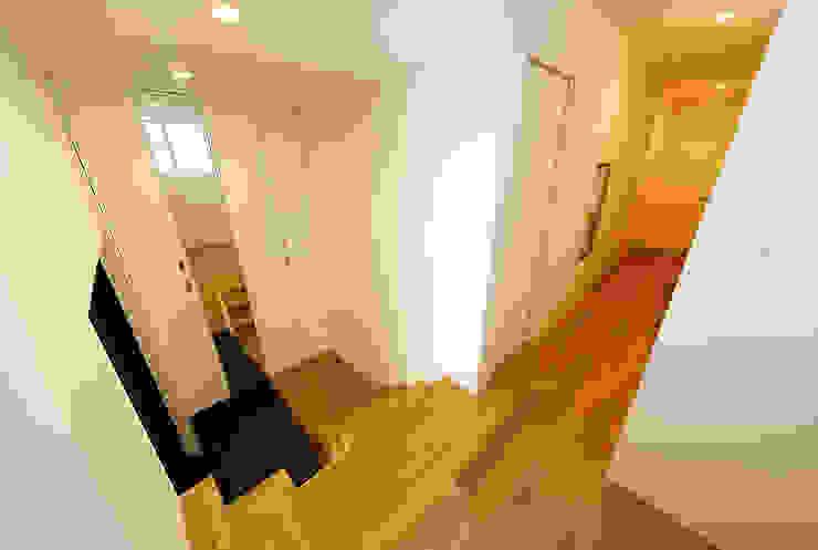 haus-note 北欧スタイルの 玄関&廊下&階段 の 一級建築士事務所haus 北欧 木 木目調