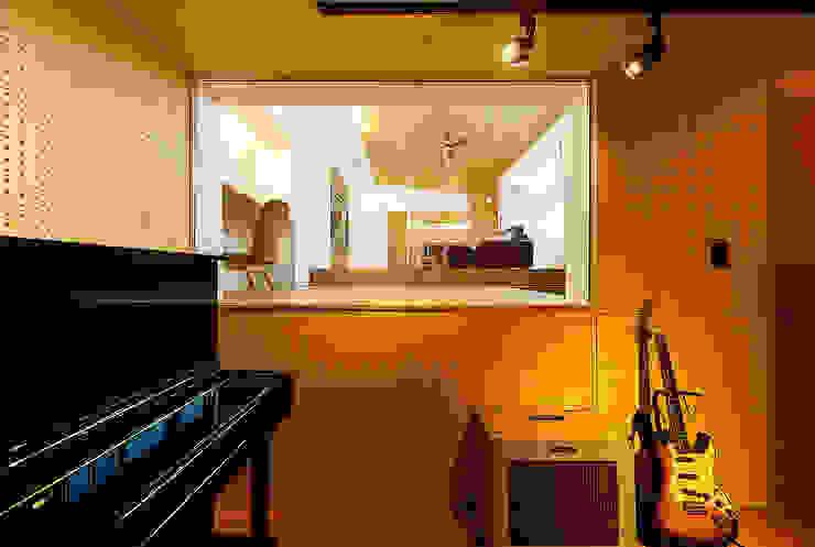 Media room by 一級建築士事務所haus,