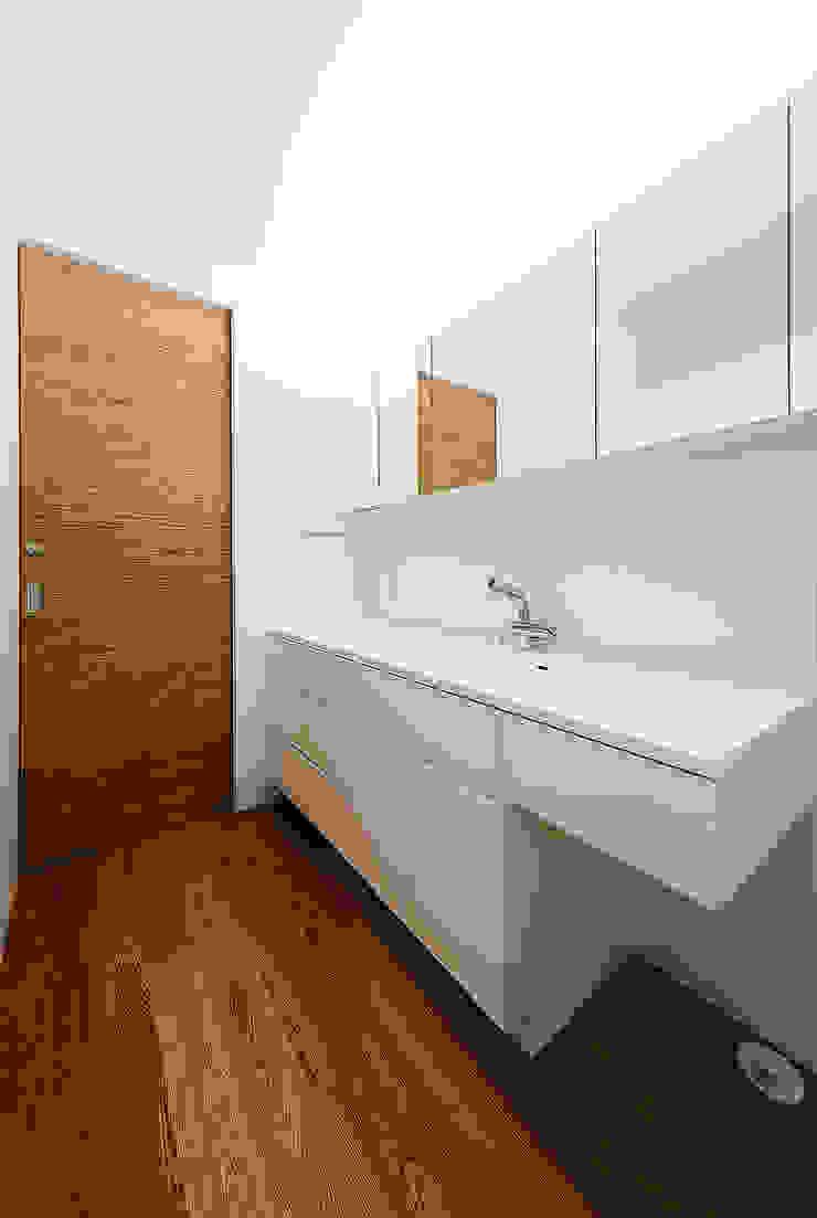 haus-note 北欧スタイルの お風呂・バスルーム の 一級建築士事務所haus 北欧 木 木目調