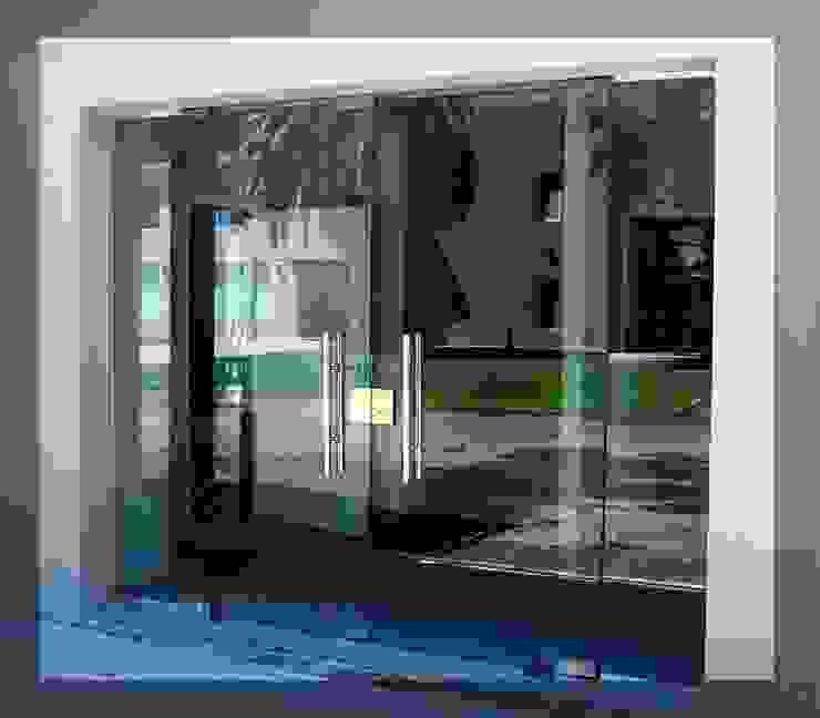 Trabajos realizados Balcones y terrazas modernos: Ideas, imágenes y decoración de ArquiGlass Moderno