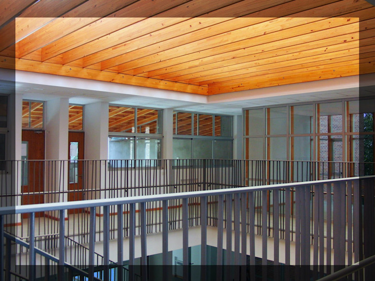 Trabajos realizados Pasillos, vestíbulos y escaleras modernos de ArquiGlass Moderno