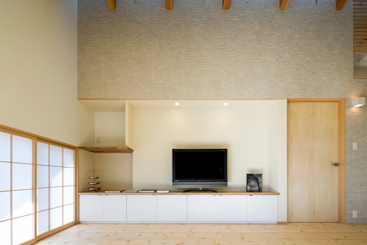 by スズケン一級建築士事務所/Suzuken Architectural Design Office Сучасний Плитки