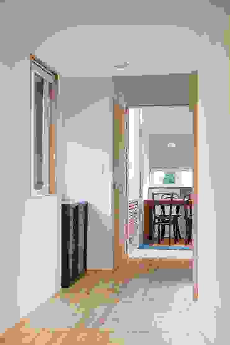 Modern Corridor, Hallway and Staircase by スズケン一級建築士事務所/Suzuken Architectural Design Office Modern
