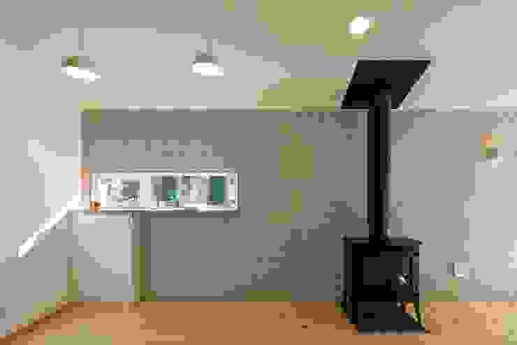Modern Dining Room by スズケン一級建築士事務所/Suzuken Architectural Design Office Modern Tiles
