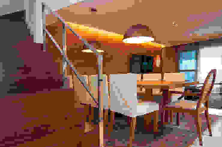 Av. Lúcio Costa Varandas, alpendres e terraços modernos por Alê Amado Arquitetura Moderno