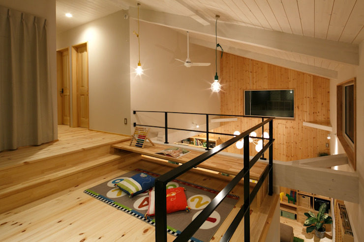 S's house 北欧デザインの 多目的室 の dwarf 北欧