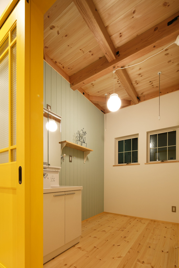 S's house 北欧スタイルの お風呂・バスルーム の dwarf 北欧