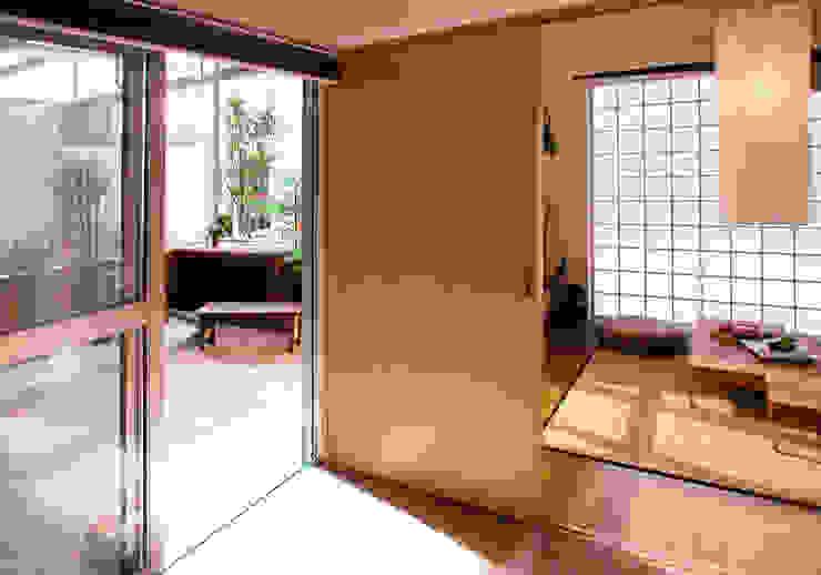 緑の環境の集合住宅2 モダンデザインの 多目的室 の ユミラ建築設計室 モダン