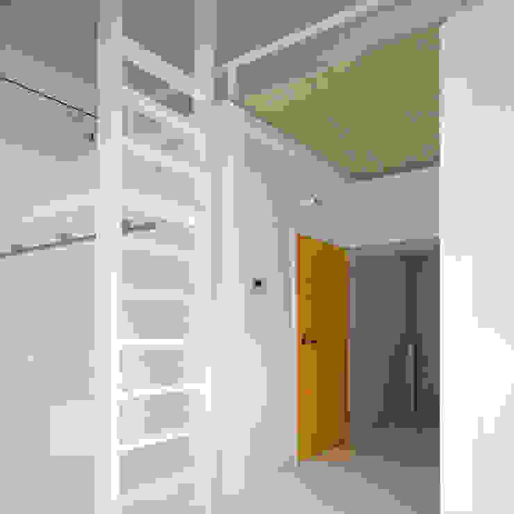 ワンルームマンション2 モダンデザインの 多目的室 の ユミラ建築設計室 モダン