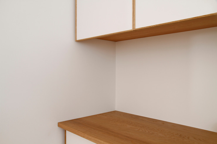 個人宅カップボード: 村松英和デザインが手掛けた折衷的なです。,オリジナル