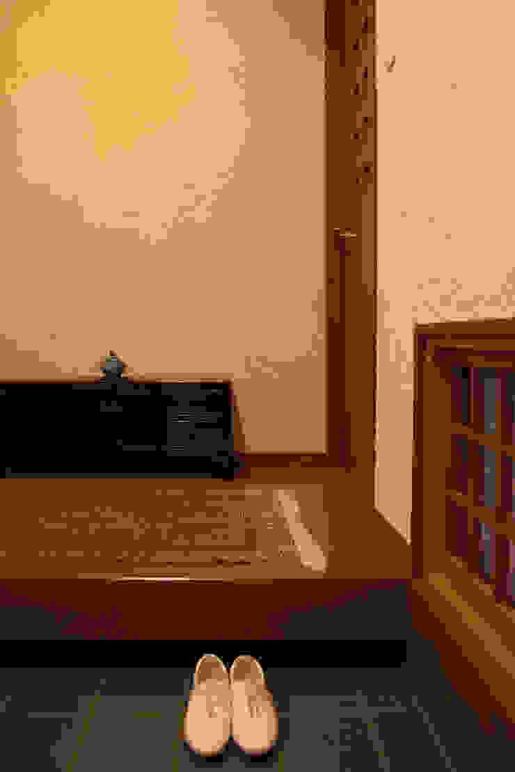 毘沙門の家 オリジナルスタイルの 玄関&廊下&階段 の 村松英和デザイン オリジナル