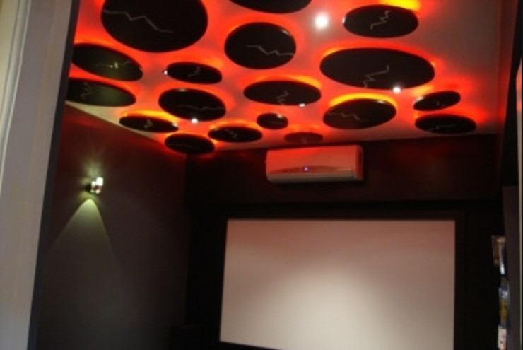 Personal Theater:  Media room by Takeaway Interiors,Modern
