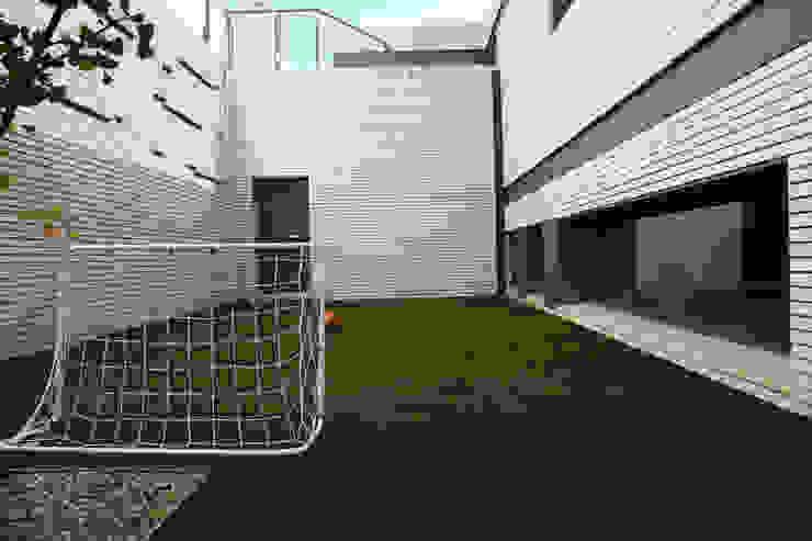 DO Alella House Jardines de estilo moderno de EAIM Estudio de Arquitectura e Ingenieria Mirtolini Moderno