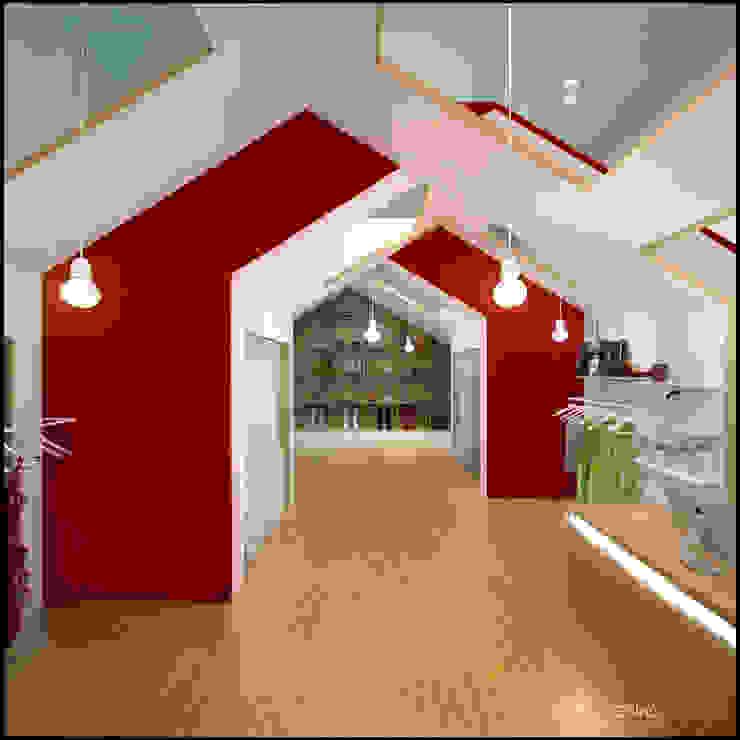 Дизайн магазина одежды WEAR HOUSE Офисы и магазины в стиле минимализм от TUR4ENKONATALY design space Минимализм