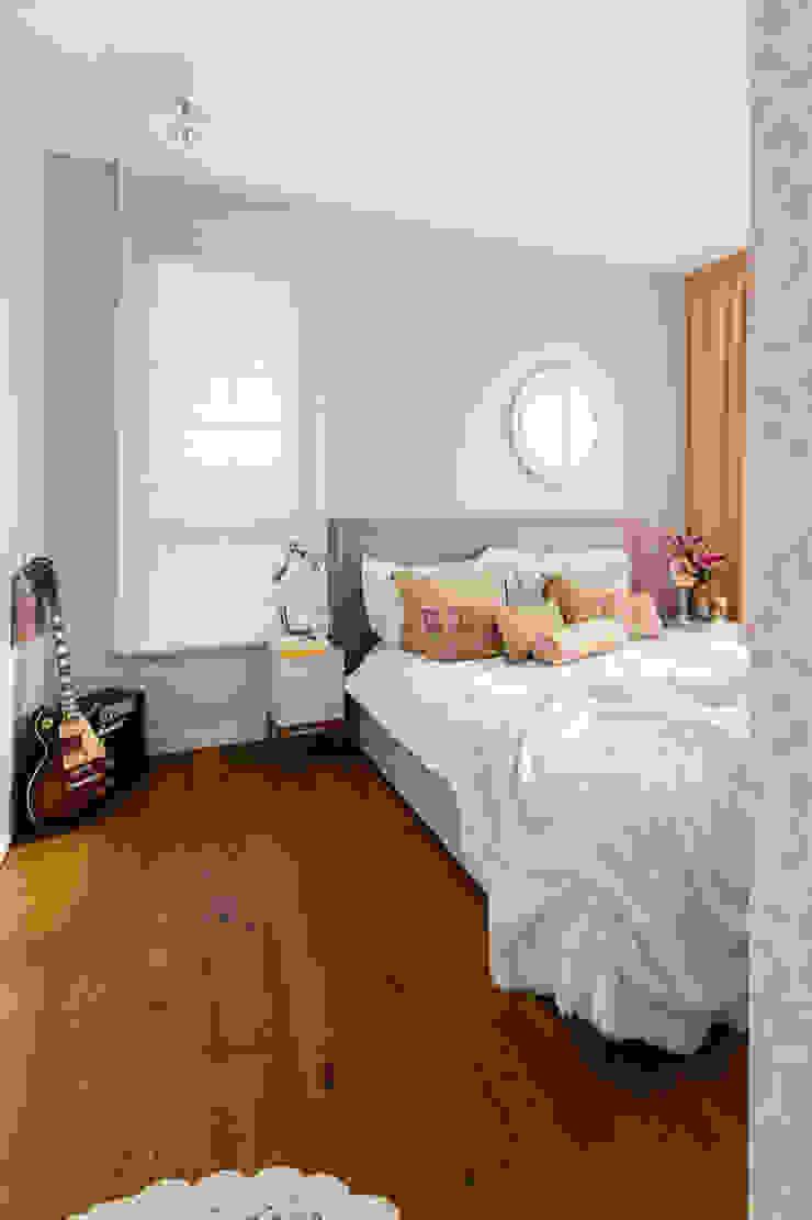 Our photoshoot of apartment design by D Plus Dagmara Zawadzka Klasyczna sypialnia od Ayuko Studio Klasyczny