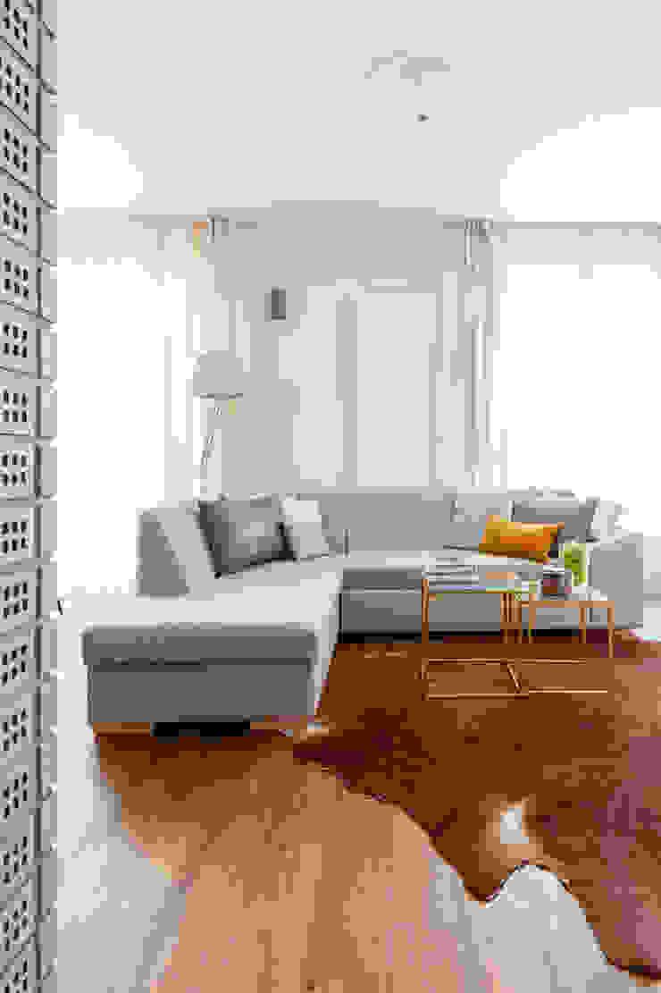 Our photoshoot of apartment design by D Plus Dagmara Zawadzka Klasyczny salon od Ayuko Studio Klasyczny