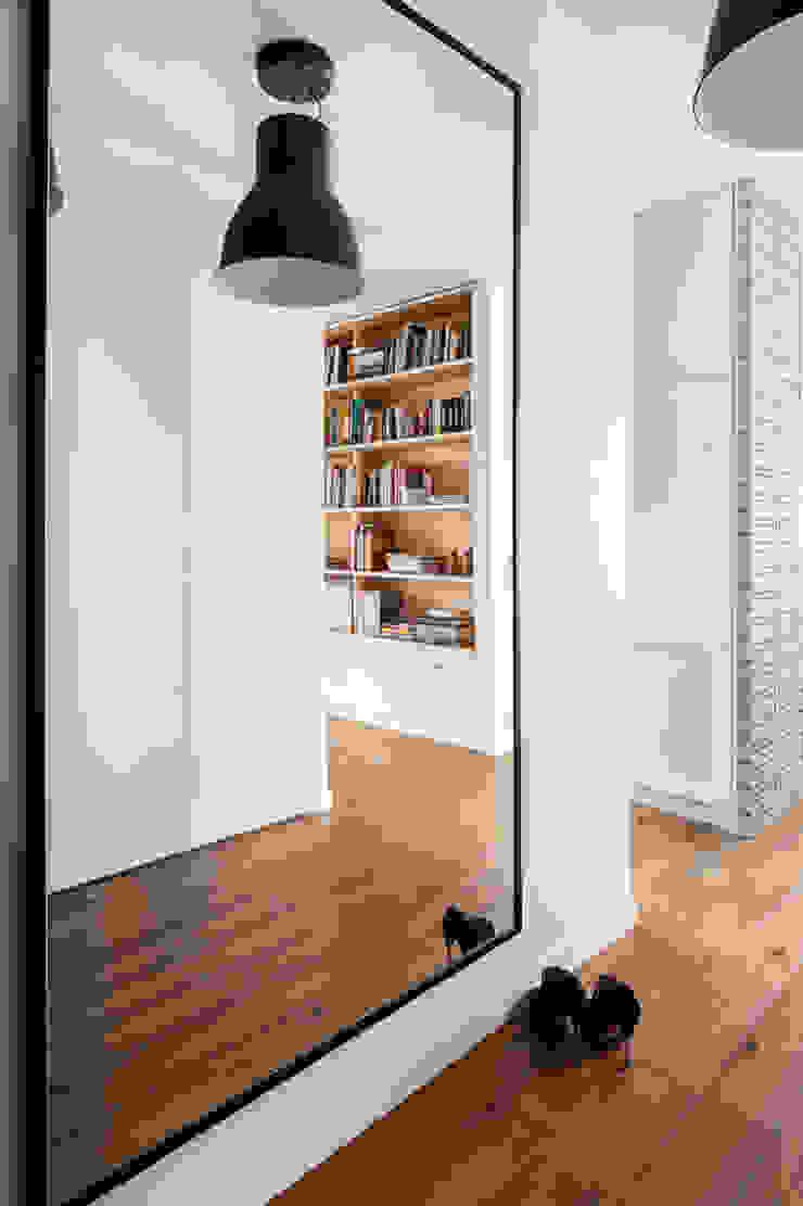 Our photoshoot of apartment design by D Plus Dagmara Zawadzka Klasyczny korytarz, przedpokój i schody od Ayuko Studio Klasyczny