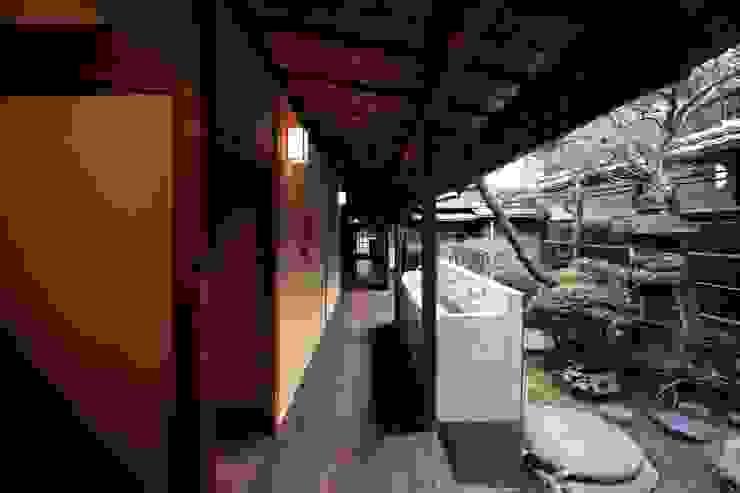 旅館花屋 和風の 玄関&廊下&階段 の 花屋設計部 和風 木 木目調
