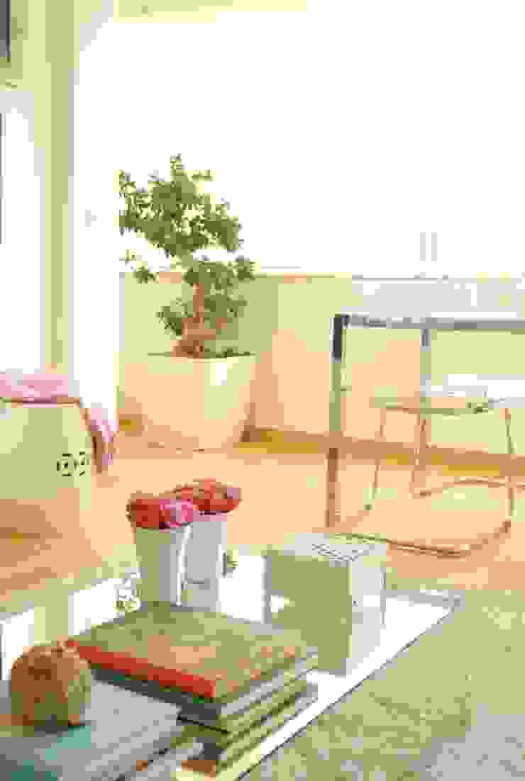 White Glam 现代客厅設計點子、靈感 & 圖片
