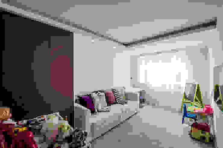 Квартира Командира воздушного судна Детская комнатa в стиле минимализм от LUXER DESIGN Минимализм