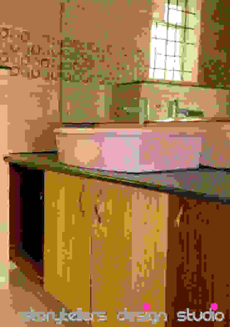 Flat Interiors Modern bathroom by Storytellers Design Studio Modern
