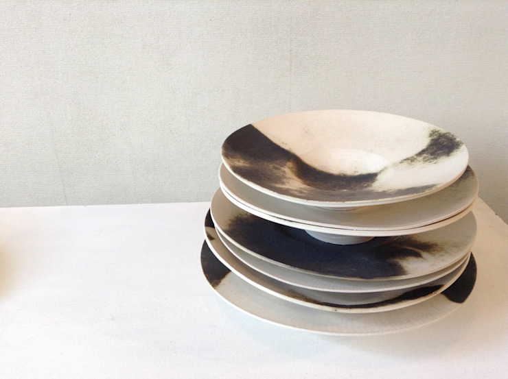 Plates: Ricca OKANOが手掛けた現代のです。,モダン 磁器