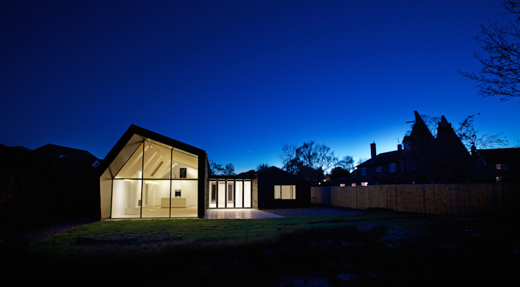 Rear elevation of Bourne Lane eco-house in Kent at twilight Modern houses by Nash Baker Architects Ltd Modern Wood Wood effect