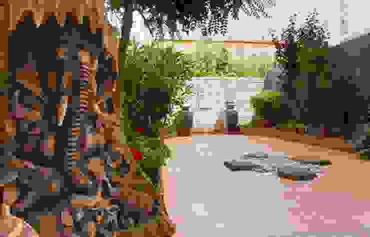 Asian style gardens by Narai Decor Asian