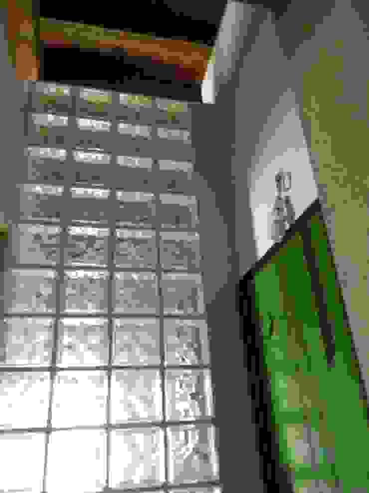 Cuartos de estilo moderno de Giovanni Lucentini piccolo studio di architettura di 7 mq. Moderno