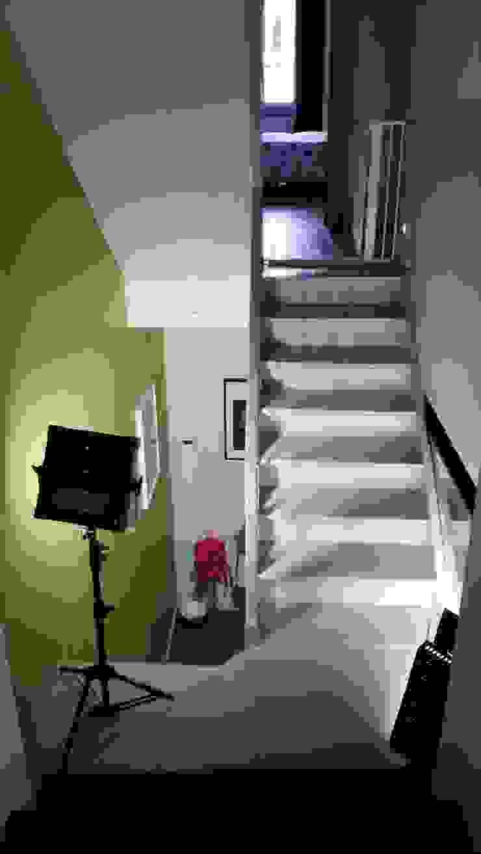Metaforma Architettura 現代風玄關、走廊與階梯