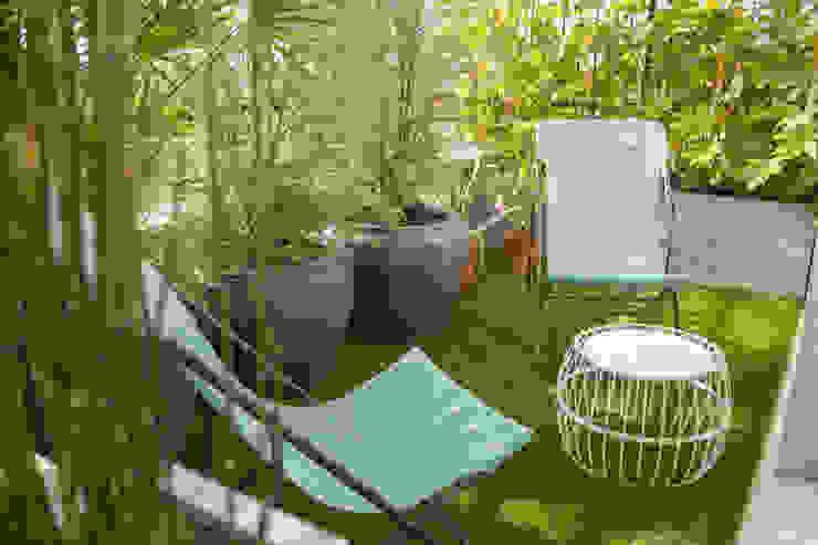 la réconciliation... Balcon, Veranda & Terrasse originaux par L'esprit au vert Éclectique