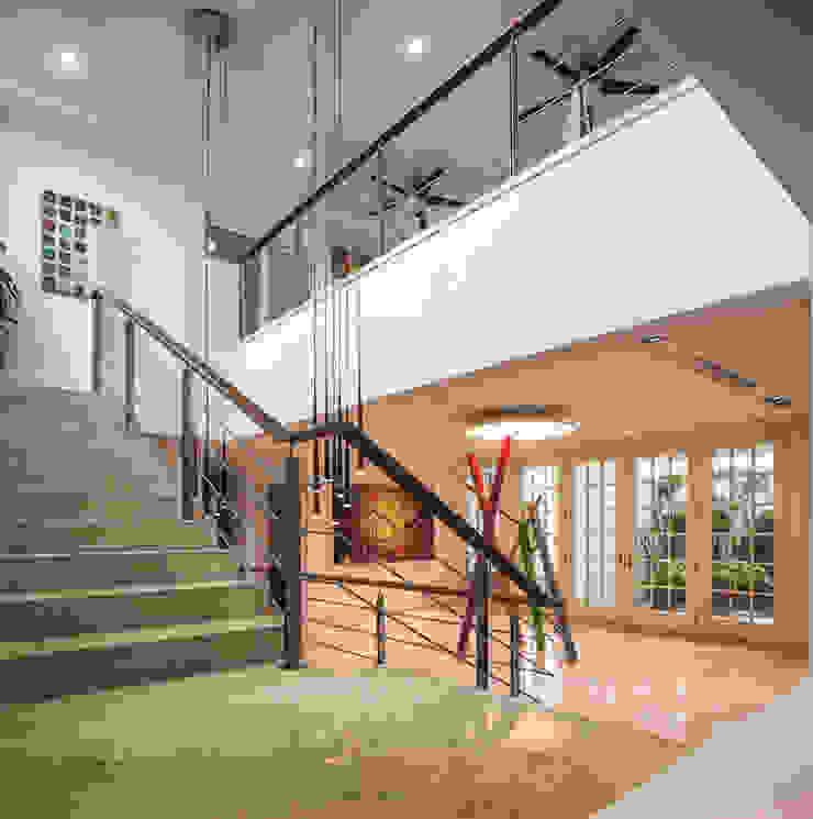 Recibidor y escaleras ARQUITECTURA EN PROCESO Pasillos, vestíbulos y escaleras de estilo minimalista