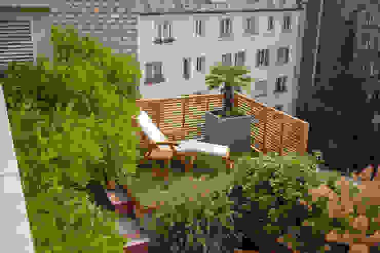 Duplex parisien: Terrasse de style  par L'esprit au vert, Moderne