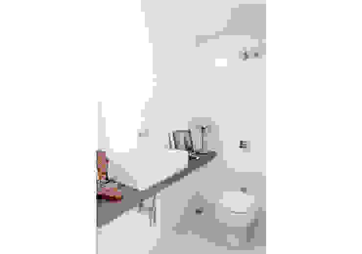 RSRG Arquitetos Baños de estilo minimalista
