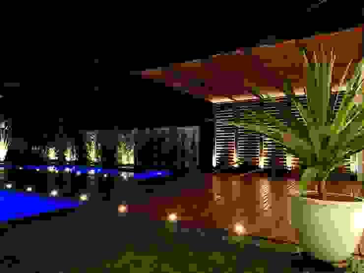 RESIDÊNCIA AGG Varandas, alpendres e terraços modernos por CAROLINA KLEEBERG Moderno