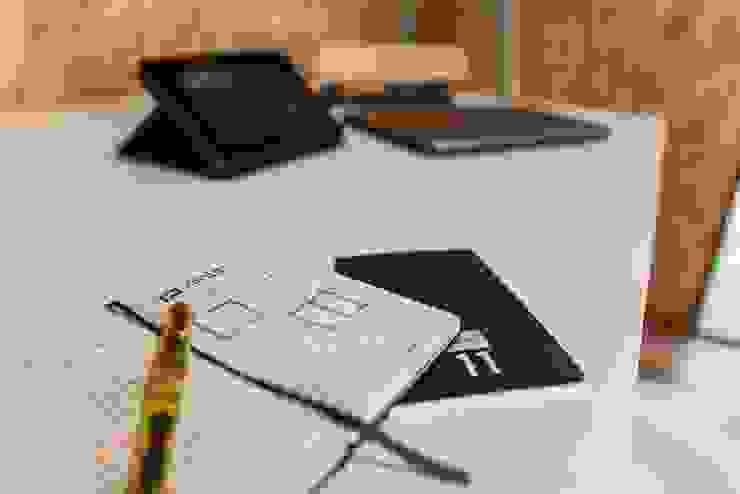 Modern study/office by COLECTIVO CREATIVO Modern