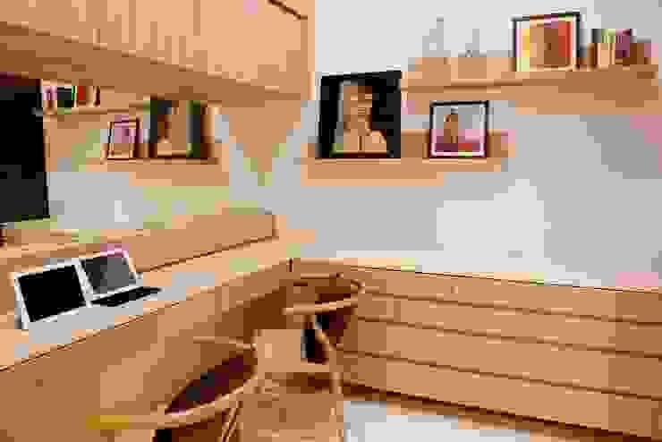 NANDA RESIDENCE Modern study/office by Uber space Modern