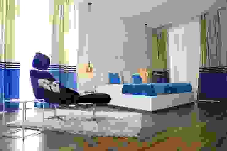 NANDA RESIDENCE Modern style bedroom by Uber space Modern