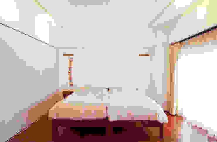目黒のM邸 モダンスタイルの寝室 の 原口剛建築設計事務所 モダン
